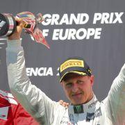 Auf diesen Jubel hat er lange gewartet: Michael Schumacher feiert seine erste Podesplatzierung seit 2006.