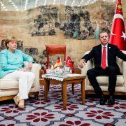 Auf seine Nazi-Vergleiche will Recep Tayyip Erdogan nicht verzichten. (Foto)
