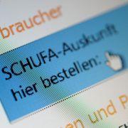 Auf Recherche im Internet: Die Schufa will künftig auch bei Sozialen Netzwerken wie Facebook Daten sammeln.