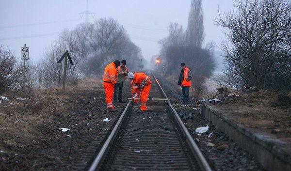 Aufräumarbeiten an der Unglücksstelle in Hordorf (Foto)