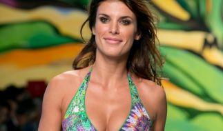 Aufregend zeigt sich Elisabetta Canalis, Ex-Freundin von George Clooney, in dieser Kreation von Miss Bikini. (Foto)