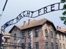 Auschwitz-Toraufschrift beschädigt wiedergefunden (Foto)