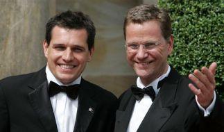 Außenminister Guido Westerwelle (re.) und sein Freund Michael Mronz haben geheiratet. (Foto)