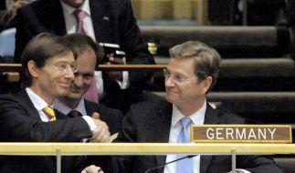 Außenminister Guido Westerwelle feiert seinen ersten großen internationalen Erfolg. (Foto)
