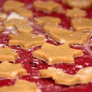 Ausstecherle und anderes weihnachtliches Gebäck ist richtig gesund - wenn die richtigen Zutaten verbacken werden.
