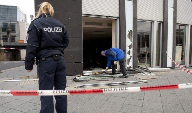 Auto rast ins Gebäude der Bundespressekonferenz (Foto)