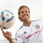 RTL setzt zur Fußball-EM 2012 auf Bachelor Paul Janke. In Pauls Fußball-Flirt will er unter anderem Flirttipps geben.