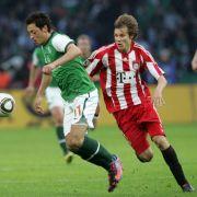 Sie kennen sich noch aus Duellen, als Özil noch bei Werder Bremen spielte: Holger Badstuber gegen Mesut Özil.