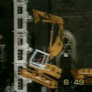 Rupert Ebner besteigt einen 15 m hohen Turm.