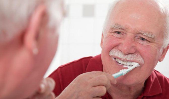 Bakterien im Mund können im Alter krank machen (Foto)