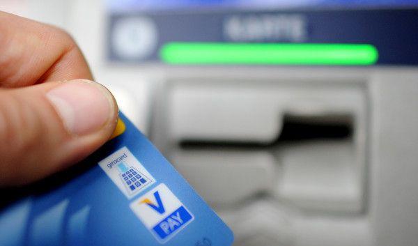 Banken zeigen sich mitunter erfinderisch, um neue Kunden mit kostenlosen Girokontos anzulocken (Symbolfoto). (Foto)