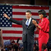 Barack Obama und seine Frau Michelle verabschieden sich.