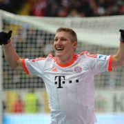 Bastian Schweinsteiger freut sich nach seinem Hacken-Tor, das dem FCB die Meisterschaft sicherte.