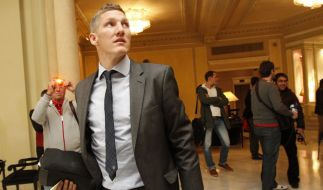 Bastian Schweinsteiger stellt sich selbst auf (Foto)