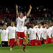 Bayern kniet vor Thomas Müller - drei der sieben Tore gegen Barça gehen auf sein Konto.
