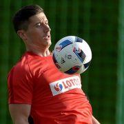 Bayern-Torjäger Robert Lewandowski will möglicherweise zu Real Madrid wechseln. (Foto)