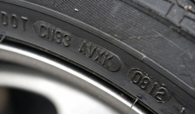 Bei Anhängern mit 100-km/h-Zulassung auf Reifenalter achten (Foto)