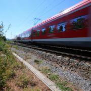 Vom Zug erfasst! Drei Tote bei Bahnunfällen (Foto)