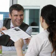 Bei Bewerbungen hat auch das Gewicht der Kandidaten Einfluss darauf, ob sie den Job bekommen - das hat jetzt eine Studie gezeigt.