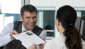 Bei Bewerbungen hat auch das Gewicht der Kandidaten Einfluss darauf, ob sie den Job bekommen - das hat jetzt eine Studie gezeigt. (Foto)