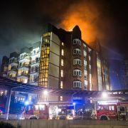 Bei einem Großbrand der Uni-Klinik Bochum sind mindesten zwei Menschen gestorben. (Foto)
