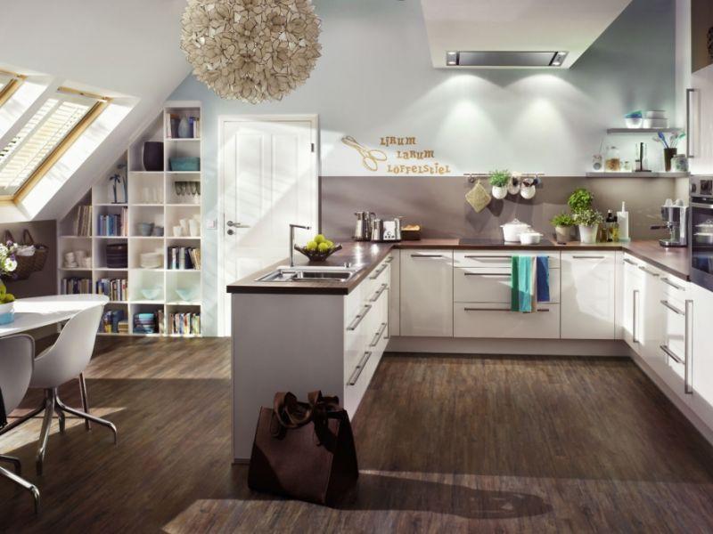 dachschr gen und nischen so wird die dachgeschosswohnung zum wohlf hlort. Black Bedroom Furniture Sets. Home Design Ideas