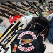 Bei einer Razzia im Mai 2012 sichergestellte Waffen des - inzwischen verbotenen - Kölner Chapters der Hells Angels.