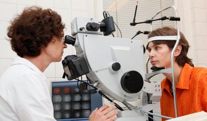 Bei schlechterem Sehen Augenkrankheit möglich (Foto)