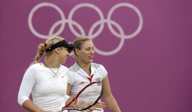 Beide deutschen Damen-Doppel draußen (Foto)