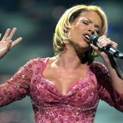 Beim ESC 2005 sang sie für Deutschland in diesem Glitzerkleid mit beeindruckendem Ausschnitt.