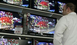 Beim Fernseher-Kauf nicht nur auf Logos achten (Foto)