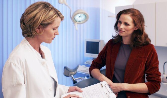 Beim Frauenarzt (Foto)