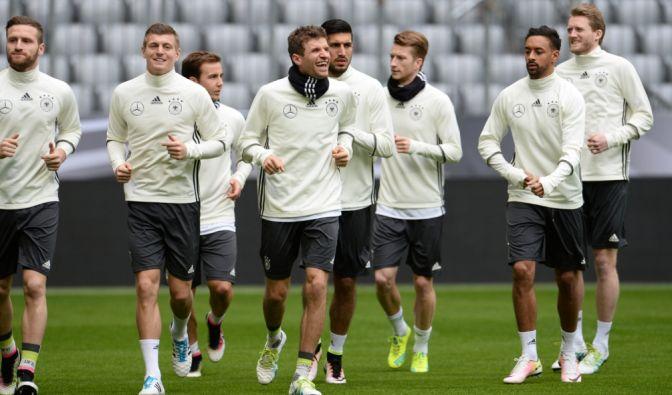 Beim letzten Training vor dem Spiel gegen England zeigte sich das deutsche Team optimistisch. (Foto)