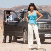 Benicio Del Toro als Lado und Salma Hayek als Elena in dem Kriminalfilm Savages von Oliver Stone.