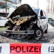 Sechs Polizeiautos in Hamburg ausgebrannt (Foto)