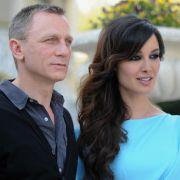 Der neue Bond Skyfalls wird martialisch: Bond-Darsteller Daniel Craig und sein neues Bond-Girl Bérénice Marlohe stellte in Cannes den ersten Trailer vor.