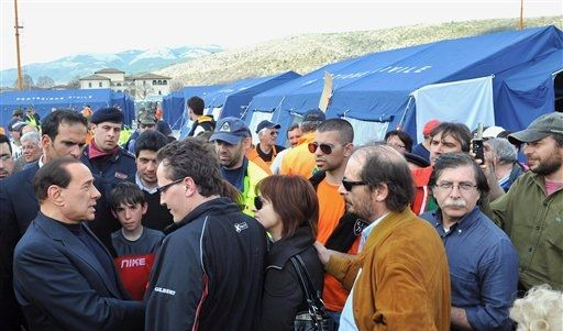 Berlusconi Erdbeben San Demetrio  (Foto)