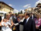 Berlusconi in Onna (Foto)