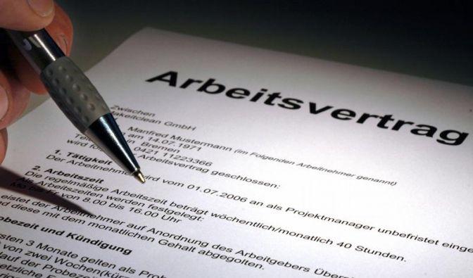 Berufsanfänger: Auf schriftlichen Arbeitsvertrag bestehen (Foto)