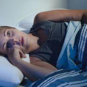 Besser schlafen: Ein Wasserbett passt sich optimal an den Körper an und kann so für besseren Schlummer sorgen. (Foto)