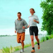 Gleichzeitig Kalorien verbrauchen und den Hunger dämpfen - Sport macht das möglich.