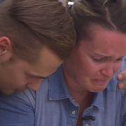 Bianca kämpft mit den Tränen. (Foto)