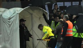 Bierbecher-Wurf: Pauli gegen Schalke abgebrochen (Foto)