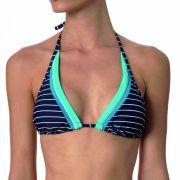 Ein typischer Triangel-Bikini - wenig Stoff und im Nacken zusammengebunden.