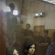 Bleibt Maria Alekhina (links) und Nadezhda Tolokonnikova das Straflager erspart?