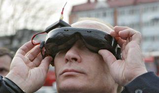 Blick nach Westen? Russlands Ministerpräsident Putin besucht Kanzlerin Merkel. (Foto)