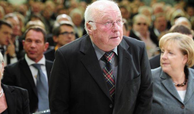 Blüm kritisiert Umgang der Kanzlerin mit Röttgen (Foto)