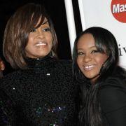 Bobby Kristina begleitete ihre Mutter Whitney Houston gelegentlich bei öffentlichen Auftritten.