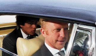 Boris Becker (r.) und sein Sohn Noah Gabriel Becker auf dem Weg zur Kapelle Regina Pacis. (Foto)