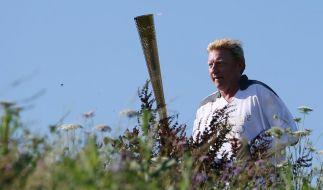 Boris Becker trägt olympisches Feuer durch London (Foto)